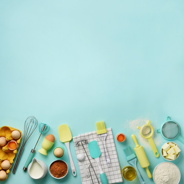 Square crop. baking ingredients - butter, sugar, flour, eggs, oil, spoon, rolling pin, brush, whisk, towel Premium Photo