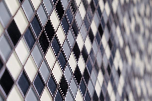 黒、白、灰色のセラミックsquaretileのモザイクの背景。 Premium写真