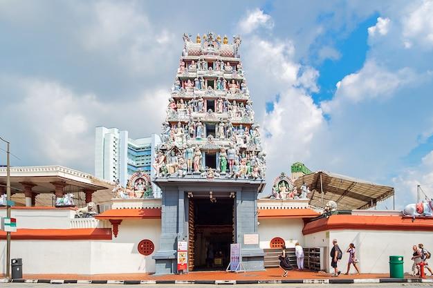 シンガポールのチャイナタウンのスリマリアマン寺院 Premium写真