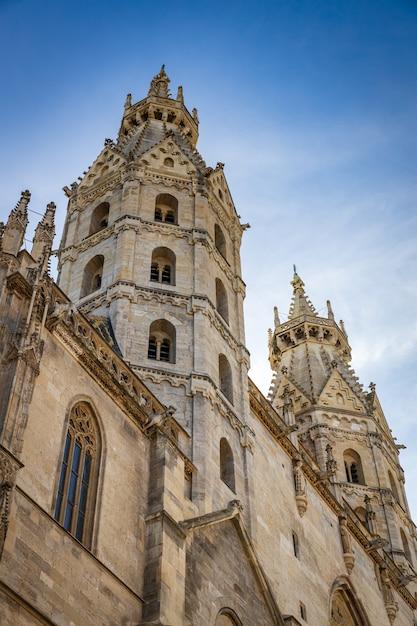 Собор святого стефана - главная австрийская церковь, расположенная в центре вены Premium Фотографии