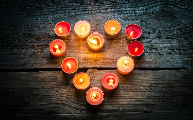 Свечи на день святого валентина Premium Фотографии
