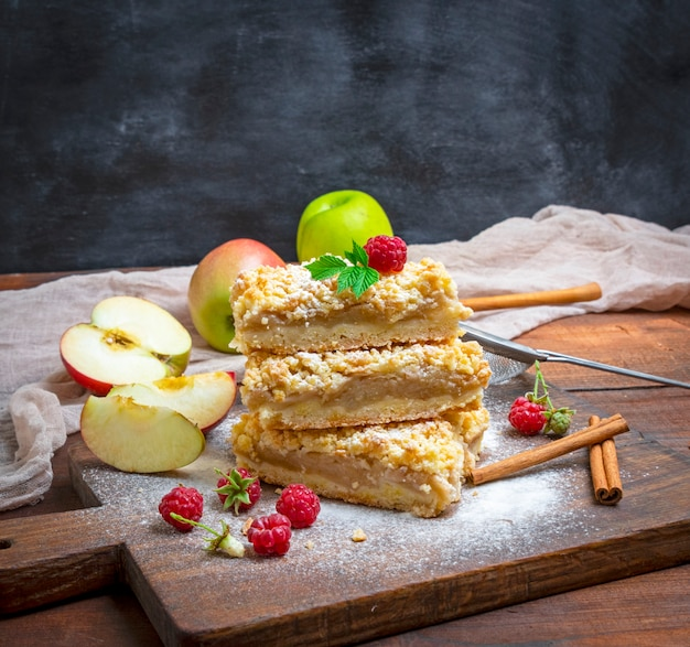 Stack of baked slices of pie with apples Premium Photo