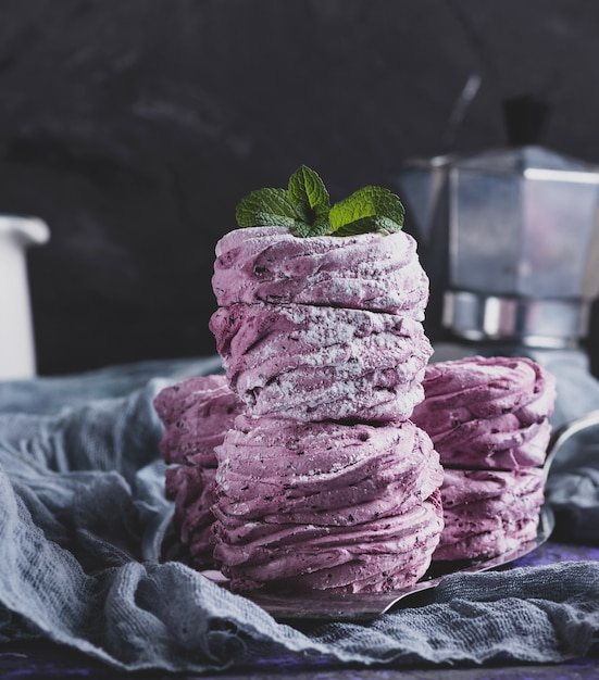 Stack of big pink marshmallows on a gray napkin Premium Photo