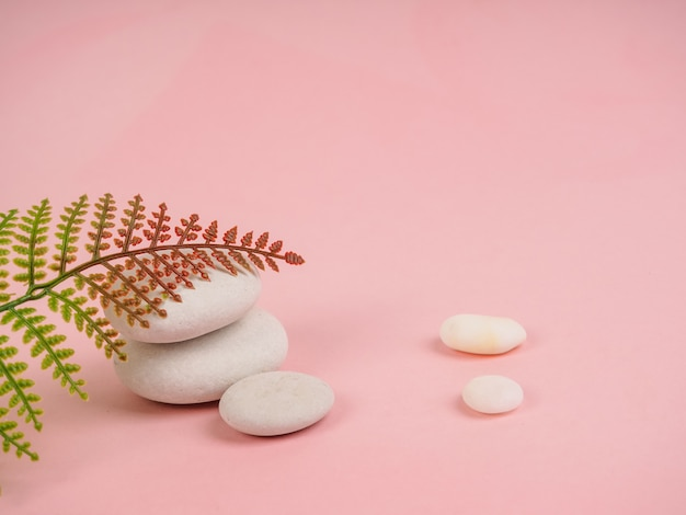 Стек дзен камней. расслабьтесь натюрморт со сложенными камнями. дзен галька, камни Premium Фотографии