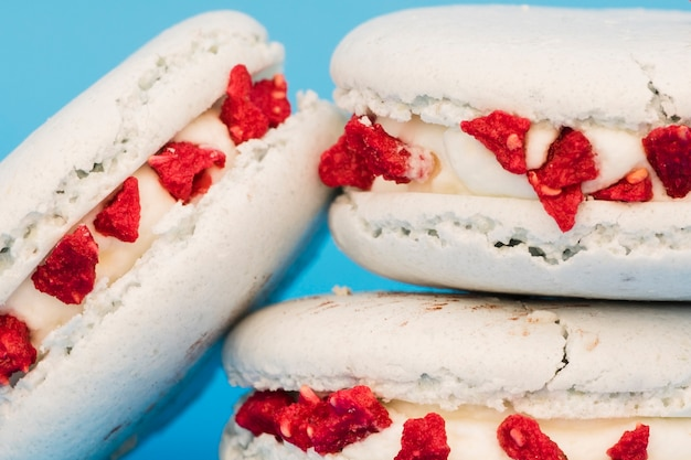 Stacked of white macaroon against blue background Free Photo