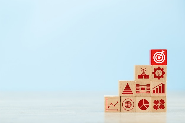 Stacking wooden blocks into steps Premium Photo