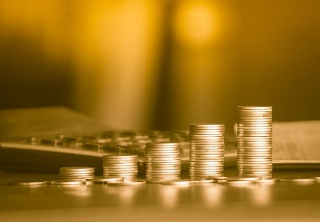 Стопки золотых денег монета фон концепция экономия денег Premium Фотографии