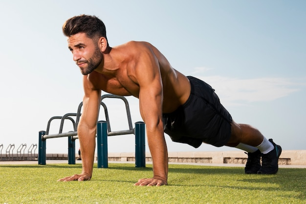 Standing position ready for pushups exercise Free Photo