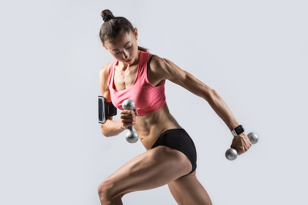 Standing single arm dumbbell row Free Photo