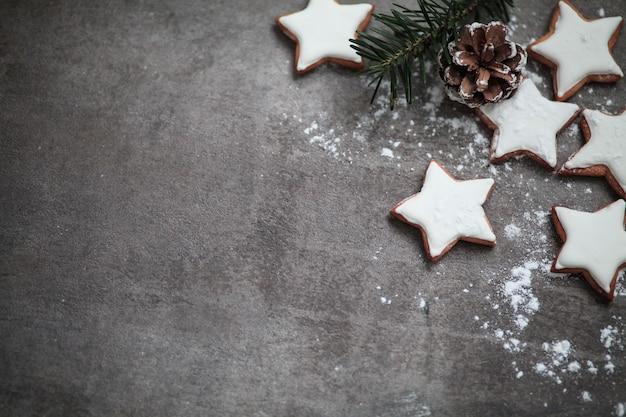 砂糖菓子をまぶしたスタークッキー Premium写真