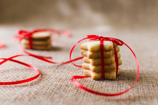 Star cookies with ribbon on table Free Photo