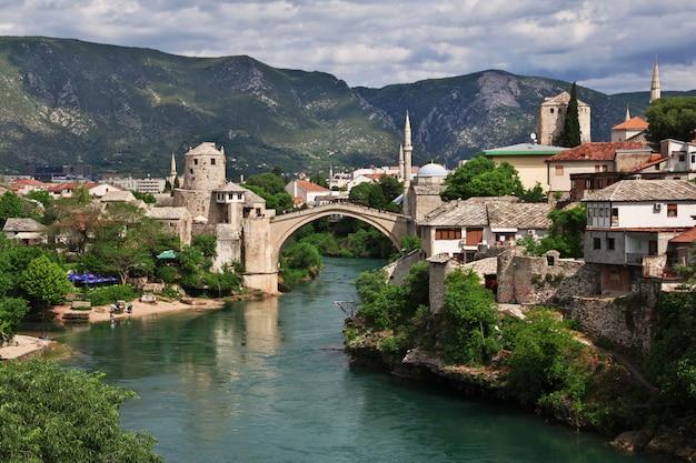 Stari most - the old bridge in mostar, bosnia and herzegovina Premium Photo