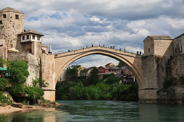 Stari most - the old bridge in mostar, bosnia and herzegovina Premium Photo