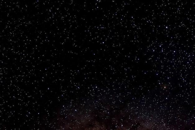 Звезды и галактика космическое пространство небо ночная вселенная черная звездное сияющее звездное поле Premium Фотографии