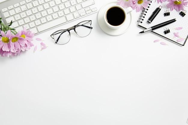 Stationary arrangement on desk with copy space Premium Photo