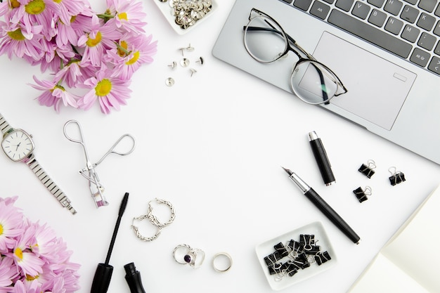 Stationary composition on white background with cosmetics Free Photo