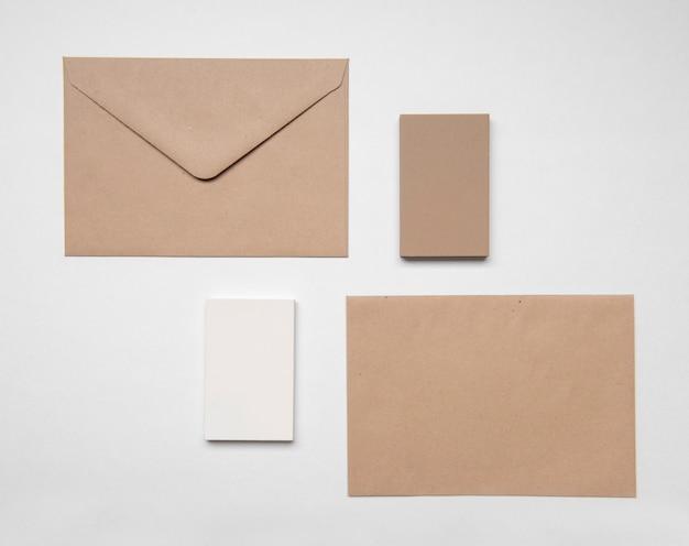 Визитная карточка и конверт для канцелярских товаров Premium Фотографии
