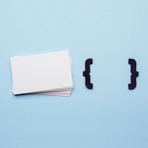 Канцелярские визитки и фигурные скобки Бесплатные Фотографии