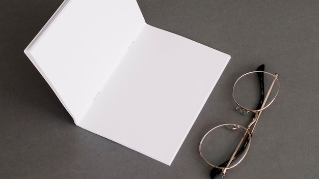 Stationery concept with paper and glasses Free Photo