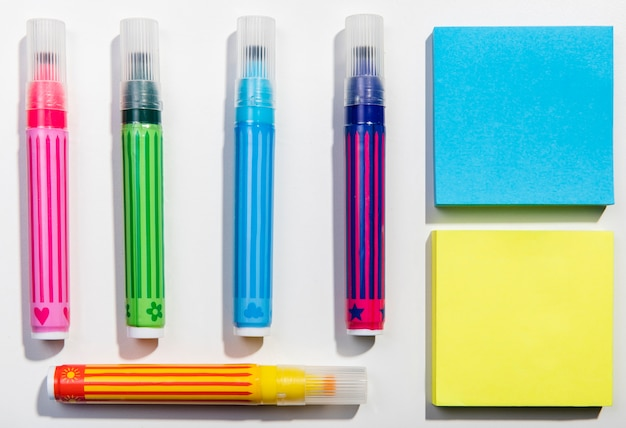 Stationery concept with sticky notes and highlighters Free Photo