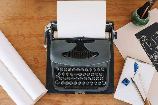 Stationery lying around typewriter Free Photo