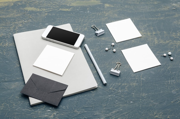 Stationery mock up on wooden. responsive design template. Premium Photo