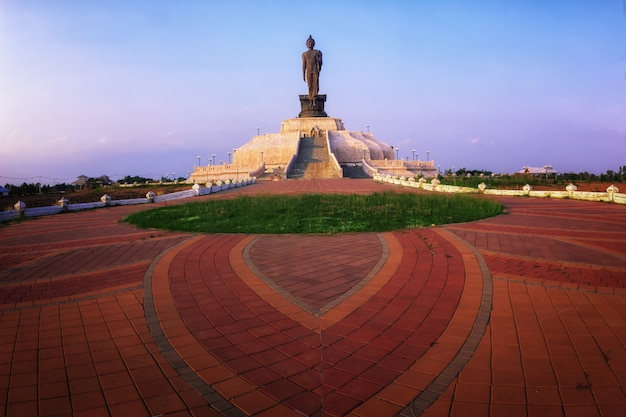 Statue of buddha with sunset,bethesda dark tone and sunset Premium Photo