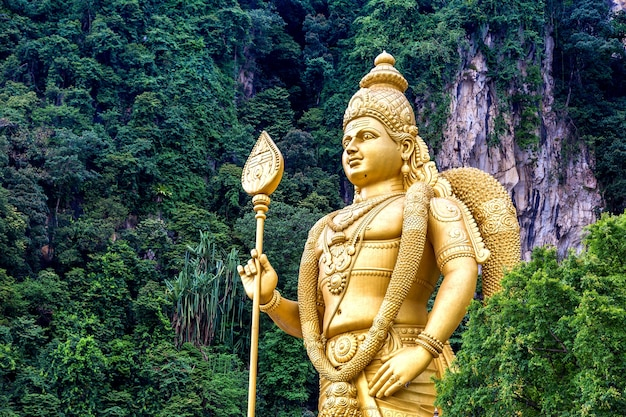 Statue of hindu god murugan at batu cave in kuala lumpur in malaysia Premium Photo