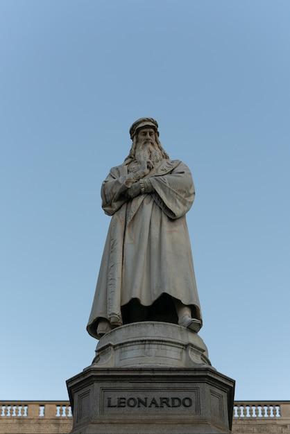 The statue of leonardo da vinci on clear blue sky Premium Photo