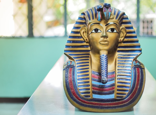Statues of king pharaoh ,with place your text (history, pharaoh, egypt) Premium Photo