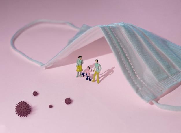 Оставайтесь дома во время эпидемии коронавируса. семья остается дома в карантине, защита от вирусов. концепция вспышки коронавируса. Premium Фотографии