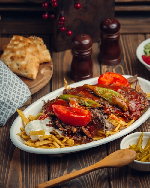 Steak with and fresh tomato and pepper Free Photo