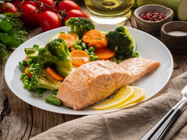 Steam salmon and vegetables, paleo, keto, fodmap diet. Premium Photo