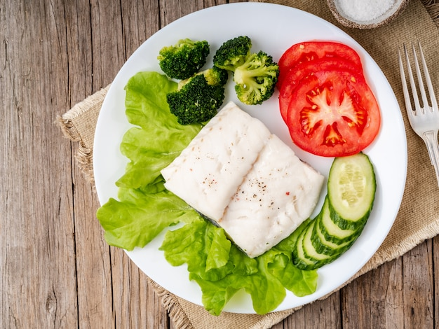 Steamed cod fish. paleo, keto, fodmap healthy diet with vegetables Premium Photo