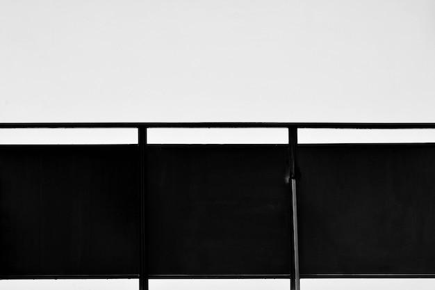 モダンな建物のスチール製バルコニー Premium写真