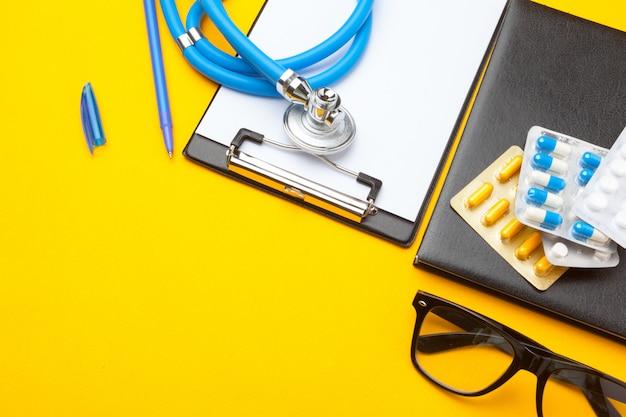 Stethoscope, clipboard and pills, closeup, medical equipment Premium Photo