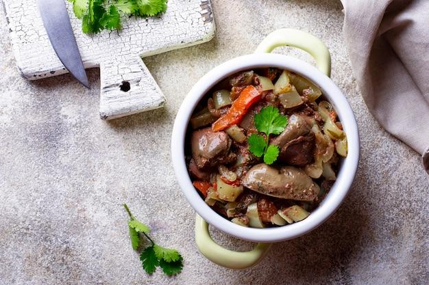 Stewed chicken liver with vegetables Premium Photo