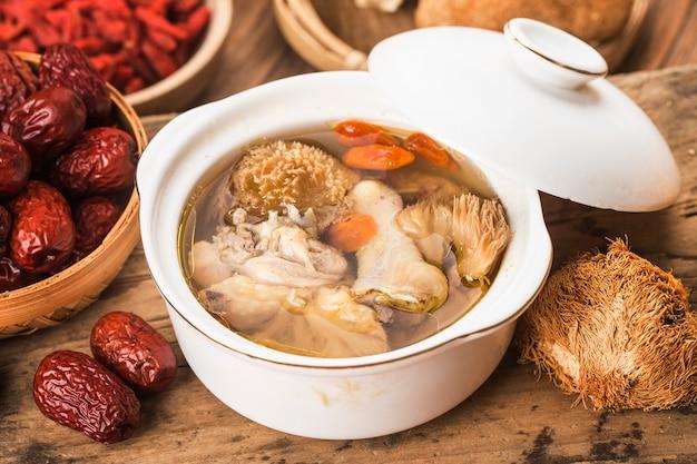 Stewed chicken soup with hericium erinaceus chinese cuisine Premium Photo