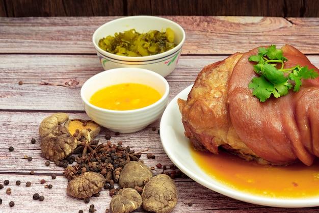 Stewed pork leg with chinese herbs sauce Premium Photo