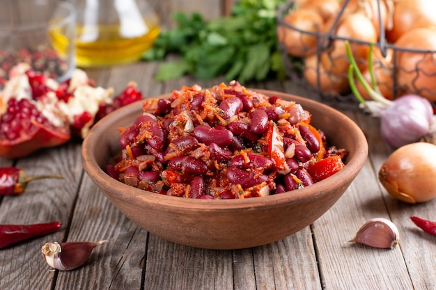 Stewed red beans with carrot in spicy tomato sauce, lobio - vegetarian food - diet and herbs - georgian cuisine Premium Photo