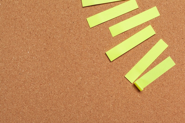 Sticky notes with copy space on cork board Premium Photo