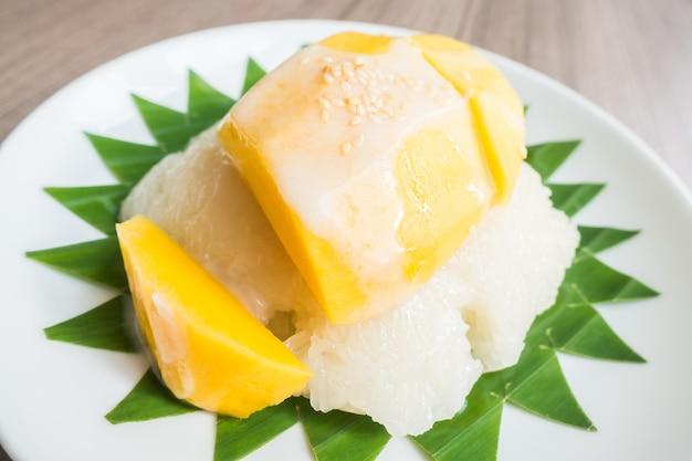 Sticky rice with mango Free Photo