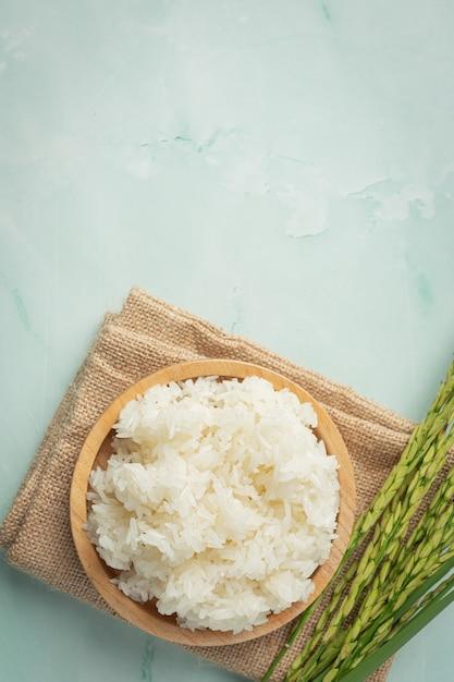 갈색 직물에 쌀 식물 장소와 찹쌀 무료 사진