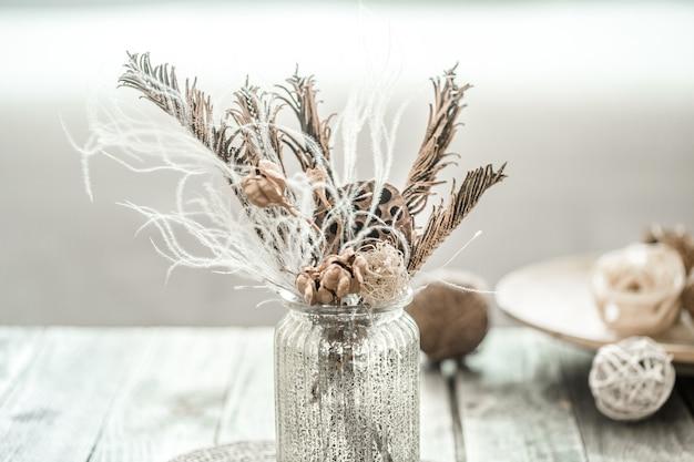 ドライフラワーのある静物美しい花瓶。 無料写真