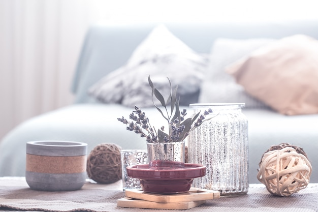 Натюрморт с деталями уютного домашнего интерьера. отделка гостиной. Premium Фотографии