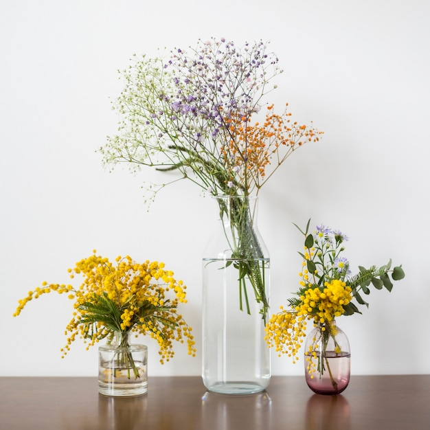 Still life of flowers on table Free Photo
