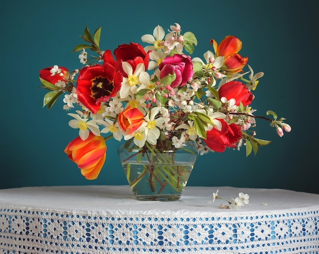 Still life with a spring bouquet. Premium Photo