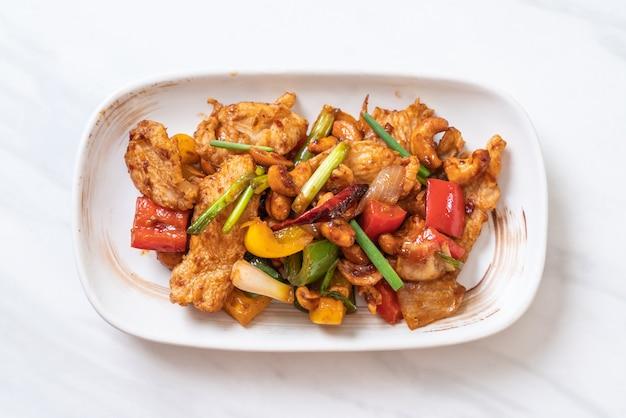 Stir-fried chicken with cashew nuts Premium Photo