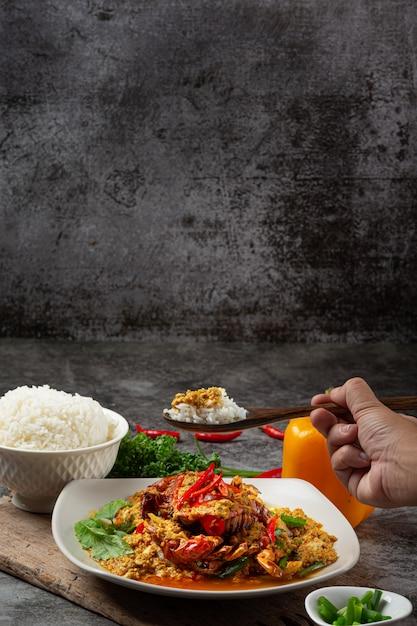 蟹のカレー粉炒め美味しいおかず。 無料写真