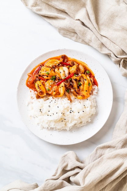 Stir-fried octopus or squid and korean spicy paste (osam bulgogi) with rice Premium Photo